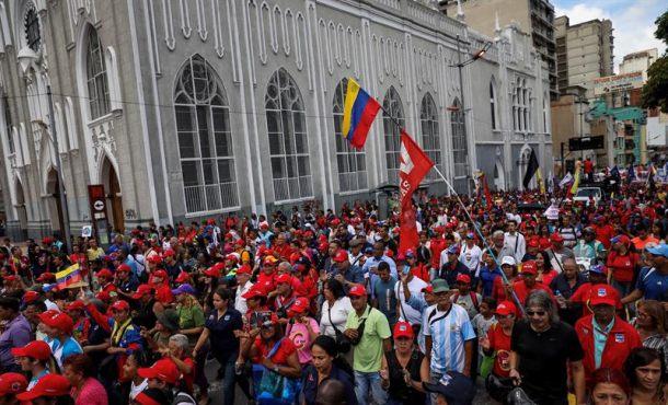 Chavistas marchan ante el Parlamento de Venezuela en apoyo al Partido Único (Constituyente)