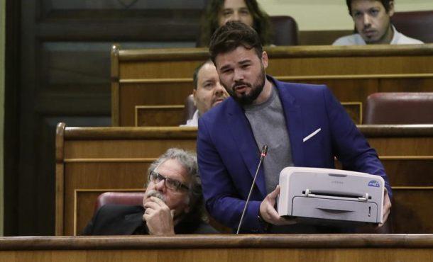 """Rufián: """"Esto es el cuerpo del delito. Una humilde impresora republicana, """"Nos vemos en la urnas"""""""