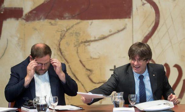 Puigdemont y Junqueras convocan de urgencia una rueda prensa