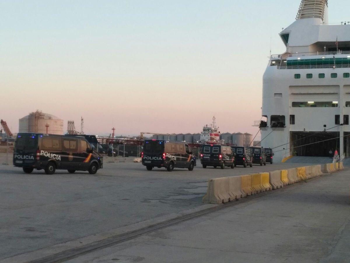 Llegan más de 3 mil Policías a Cataluña en tres barcos atracados en Barcelona y Tarragona