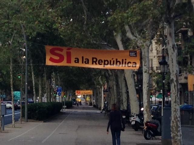 """Denuncian la presencia de la propaganda del 1-O ilegal en el centro de Barcelona, """"un abuso"""""""