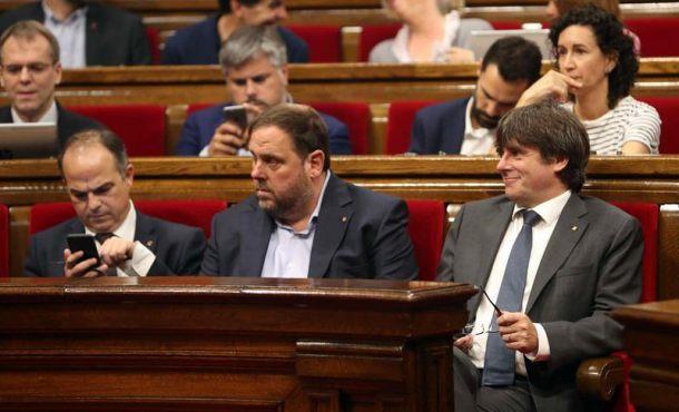 Querella contra Puigdemont por desobediencia y malversación, delito con penas de prisión