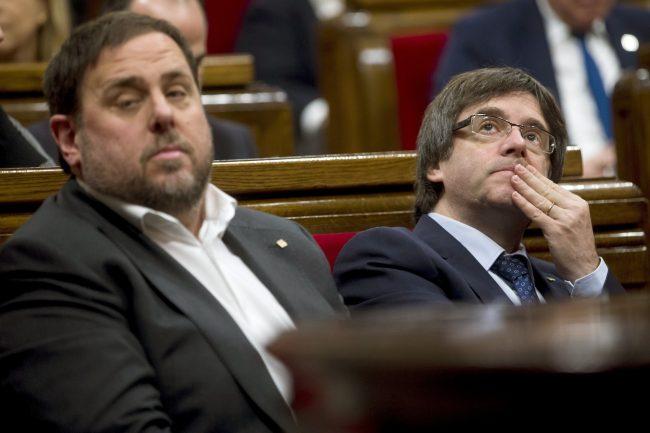 Puigdemont y Junqueras se burlan de la Justicia con apertura de cuenta Twitter del referéndum (1-O)