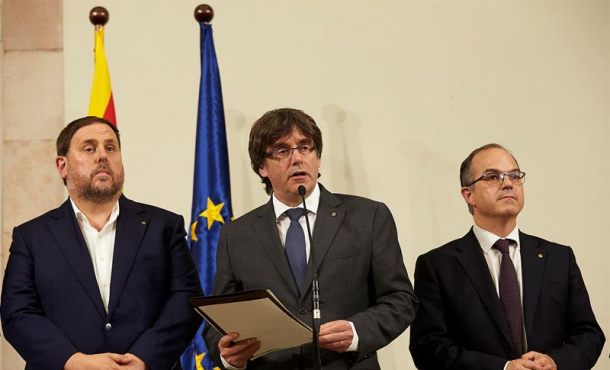 Puigdemont da 48 horas a alcaldes en Cataluañ para confirmar colegios electorales de 1-O