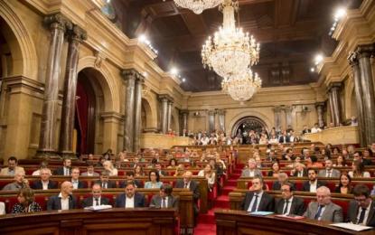Parlamento de Cataluña aprueba la Ley del Referéndum separatista con escaños opositores vacíos