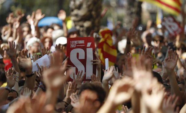 Golpistas 'separatas' protestan ante el Tribunal Superior de Justicia de Cataluña por el 1-O