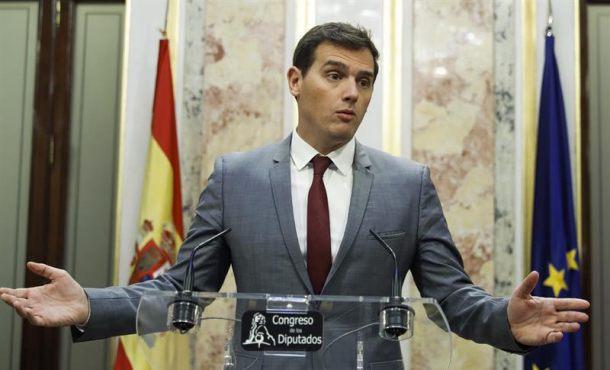 """""""Quieren tirarse por el precipicio"""" en Cataluña y """"las fuerzas de seguridad tienen que impedirlo"""""""