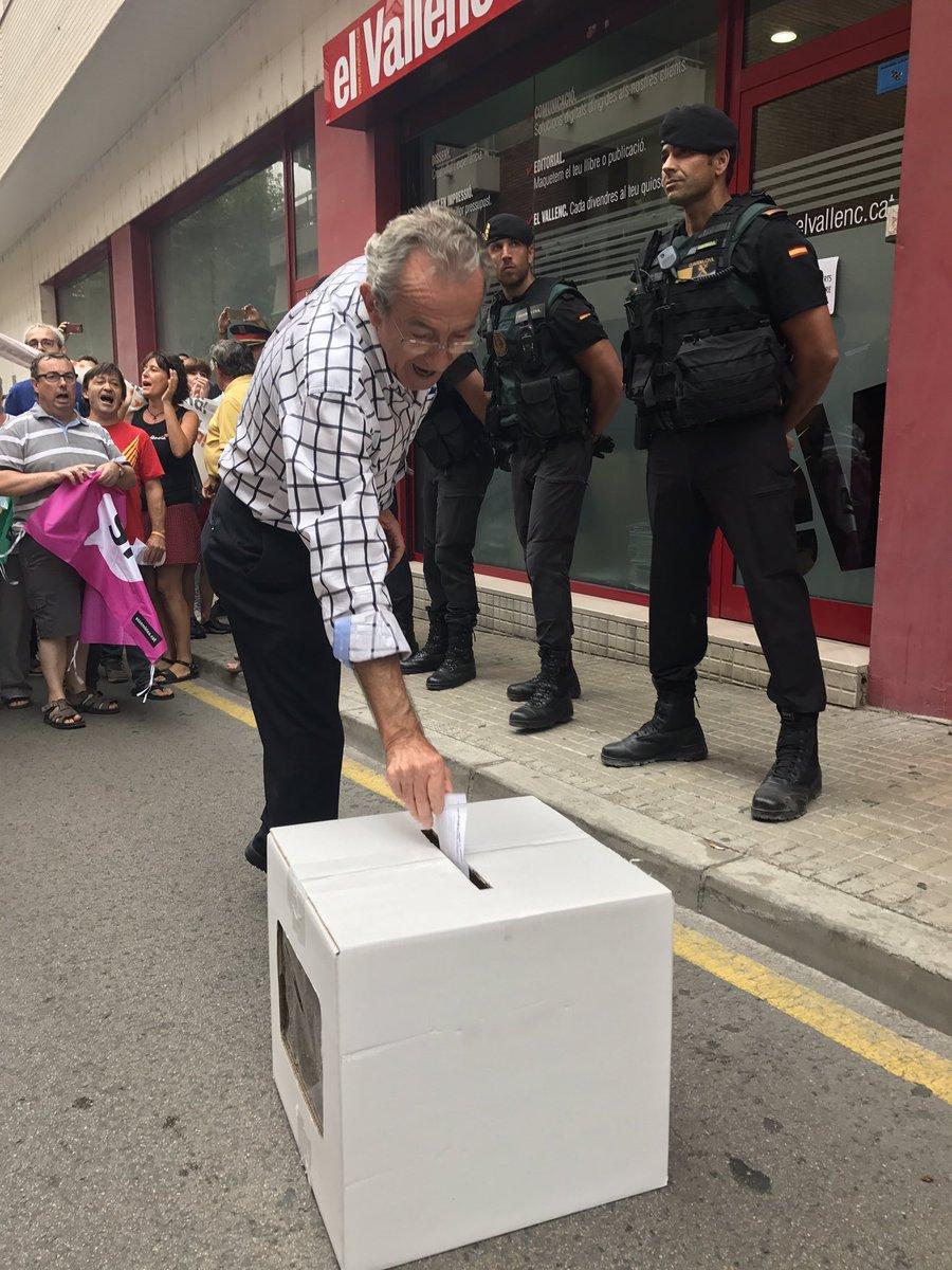 La Guardia Civil actúa en Valls (Cataluña) en busca de material para el referéndum separatista
