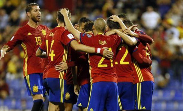España vence a Albania (3-0) en la primera parte en Alicante con el separata Piqué, un problema