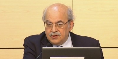 El consejero de economía catalán - Andreu Mas-Colell esta tarde en Barcelona, rueda de prensa