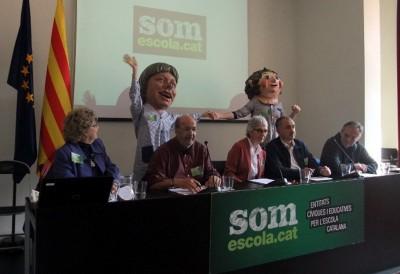 Muriel Casals Couturier en el medio acompañada de Joan Carles Gallego de CCOO, a su derecha y Josep Maria Álvarez Suárez, a su Izquierda – conferencia de prensa de la convocatoria de la manifestación