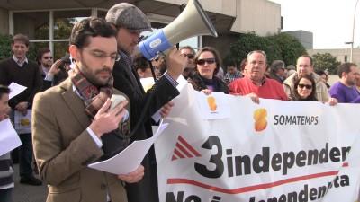 Concentración de Somatemps ante la sede de TV3, en protesto por la manipulación en TV3 . Foto Joseph (Las Voces Del Pueblo)