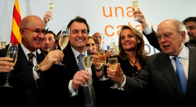 Jordi Pujol, Artur Mas, Josep Antoni Duran Lleida celebrando la victoria de Convergencia  y Unión en las elecciones  regionales 2010. Foto vozpópuli