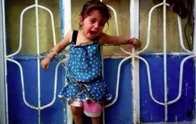 Islamitas del Takfiris (SIL) arrestan a esta niña inocente sólo por ser musulmán chií  Foto - Lucy Eshak