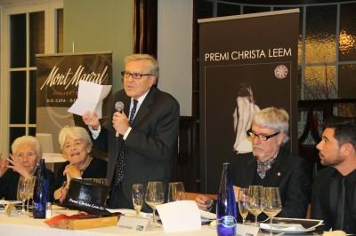 """El Fiscal Carlos Jiménez Villarejo durante su discurso. En su izquierda, Joan Estrada, fundador del Loby """"Uno de los nuestros"""". Foto uno de los nuestros"""