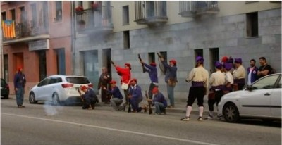 Separatistas apuntando al domicilio del regidor del PP y fusilando -Foto PP Cardedeu