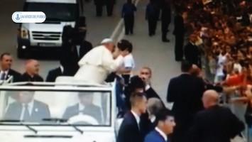 El Papa  Francisco llegado Albania, en la primera escala de su viaje en Europa.Movie_Instantánea