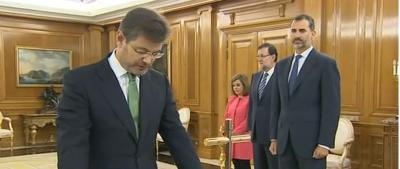 el nuevo ministro de justicia, Rafael Catalá,  jura la constitución