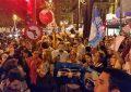 """Centenares de votantes del PP se manifiestan en contra de la renuncia """"humillante"""" del PP a su compromiso electoral"""