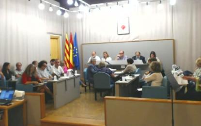 """""""Que se lo devuelva Jordi Pujol"""" : manifiesta un simpatizante de VOX  a la regidora de CIU en El Pleno"""