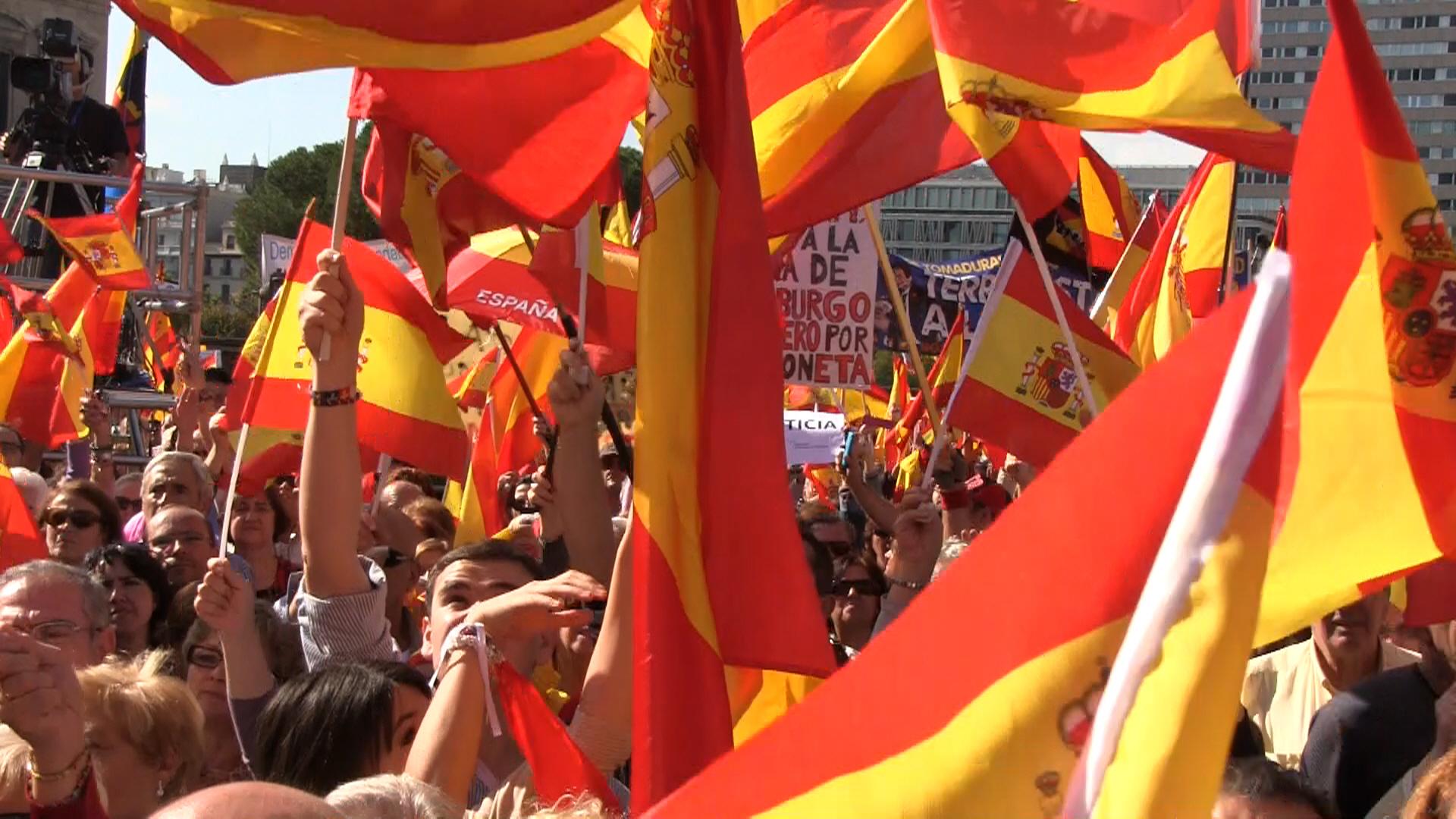 Centenares de miles de catalanes abogan esta mañana en las calles de Barcelona con el motivo del 12-O 2014 y para rechazar la propuesta separatista del presidente Artur Mas