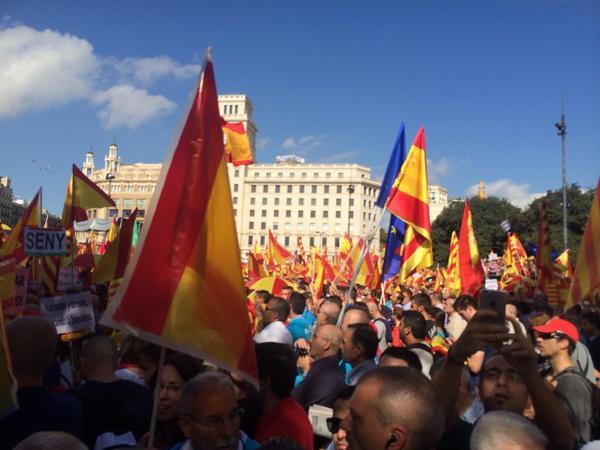 """""""¡Que no os engañen! Cataluña es España"""". Han cantado los manifestantes del 12-O 2014"""