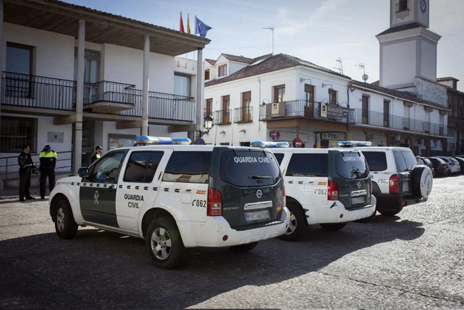 la detención de 51 presuntos delincuentes políticos acusados de cobrar 250 millones de € en comisiones alarma España