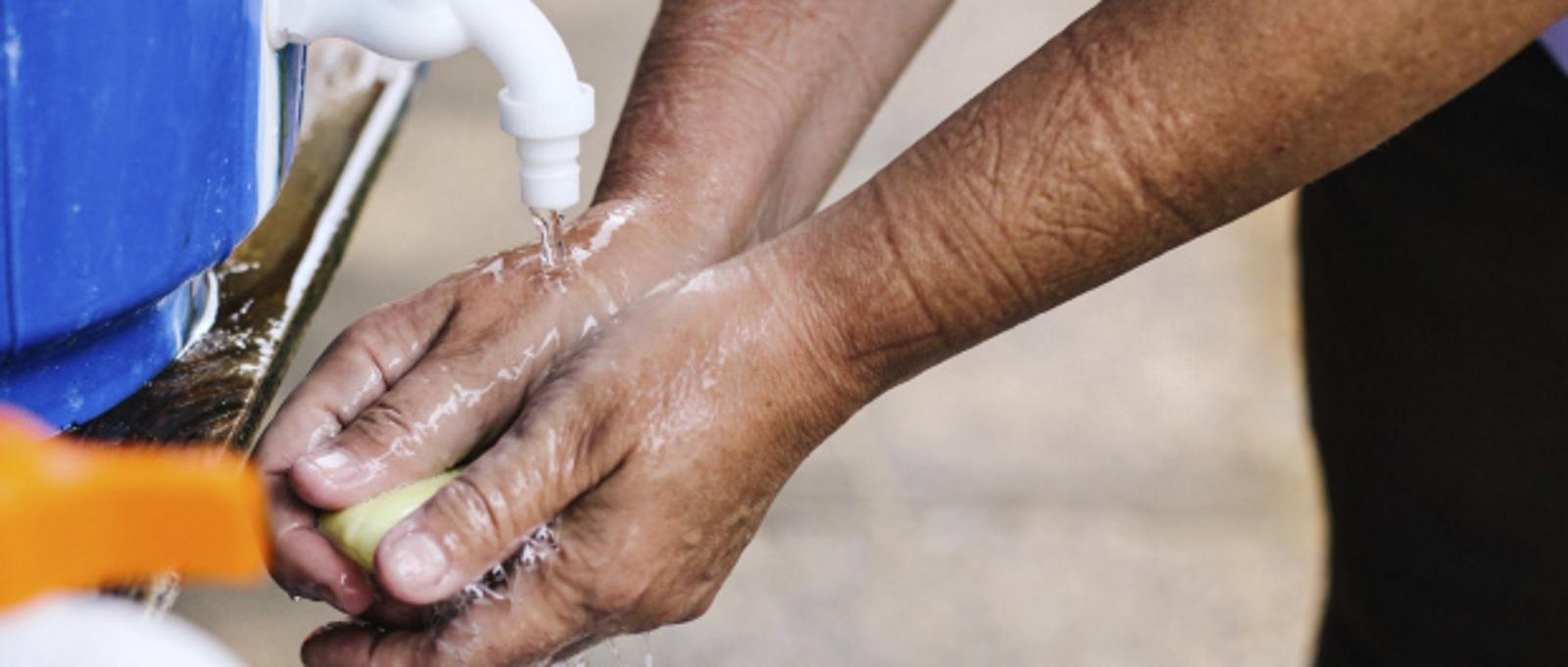 ¿Qué es el Ébola? Síntomas de la enfermedad ¿Cómo se contagia? Riesgos Vacunas y Tratamientos
