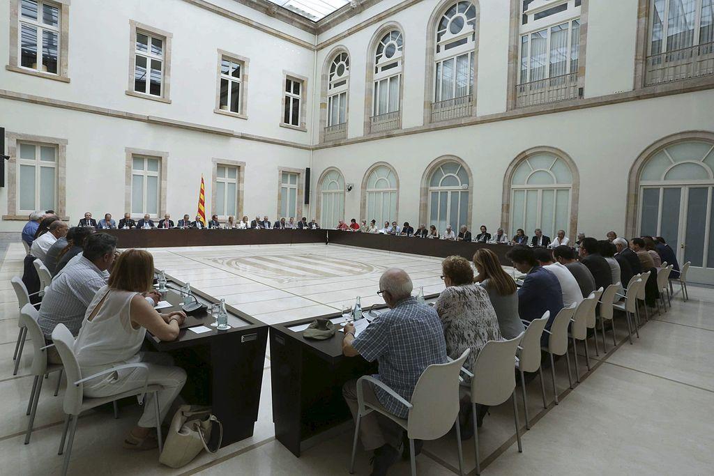 """CCOO, UGT, entidades separatistas y Artur Mas """"se comprometen"""" para """"una gran movilización el 9-N"""""""