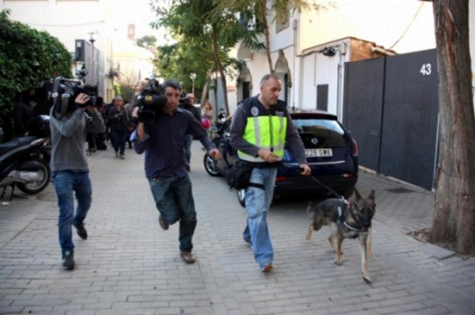 Policía se lleva Oleguer Pujol Ferrusola y 5 cajas de documentos, tras 8 horas de registro de su domicilio