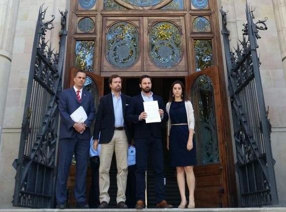 VOX ha presentado esta mañana en Barcelona una querella criminal contra Artur Mas por 5 delitos: sedición, rebelión, prevaricación…