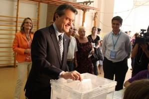 Artur Mas votando prevaricando