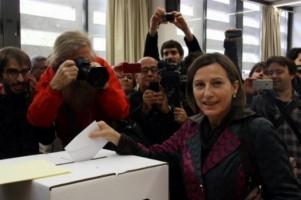 Forcadell, presidenta de ANC, votando al referéndum ilegal