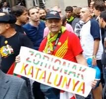 proEtarras invitados de Forcadell irrumpen en la concentración de Libres e Iguales en Barcelona a gritos de indepencia.Movie_Instantánea