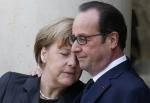 Angela Merkel consolando al François Hollande delante el palacio Eliseo de Francia, 11/01/15