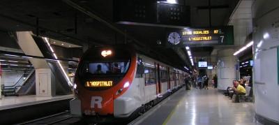 Foto archivo, tren parado en Estación de Sants - Barcelona