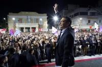 líder de Syriza,  Alexis Tsipras, celebrando su víctoria
