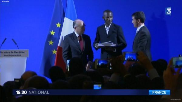 Bathily, el héroe francés que escondió a varios rehenes durante el ataque terrorista, nacionalizado francés