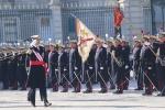 S. M. Felipe pasando revista a una Compañía de la Guardia Real - foto Casa Real