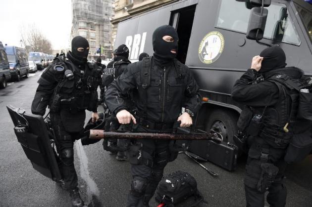 Localizados los dos sospechosos yihadistas del atentado en Charlie Hebdo al noreste de París atrincherados en una casa