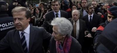 Mujer corrupta del expresidente corrupto y fundador de CIU, Jordi Pujol, a la salida del Juzgado