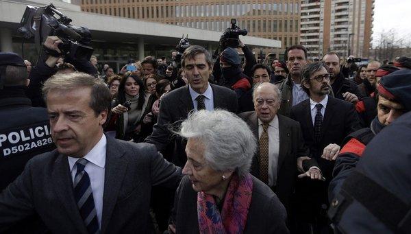 """Manos Limpias se plantea pedir """"la retirada de pasaporte y congelación de cuentas"""" al clan separatista Pujol Ferrusola"""