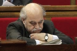 Andreu Mas Colell durmiendo al Parlamento regional