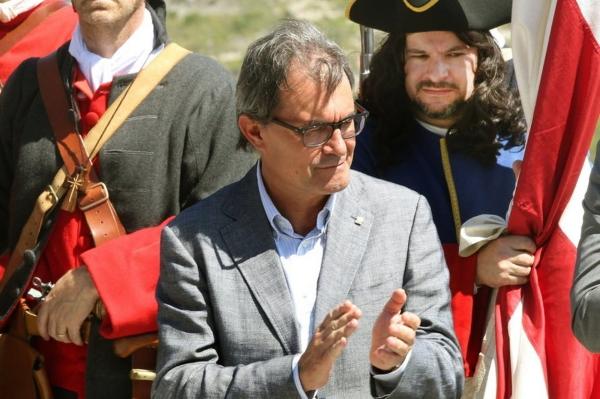 """Mas se aprovechó de la Navidad para dotar a Cataluña de """"herramientas"""" de 'Estado Propio' en la UE y en el mundo"""