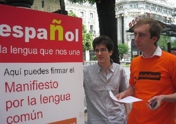 """Recuero: """"Es importante firmar: Que se declare al español lengua propia de Cataluña junto con el catalán"""""""