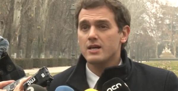 """Rivera asegura que Artur Mas ha vuelto a engañar a los catalanes para """"alargar la agonía de su Gobierno"""""""