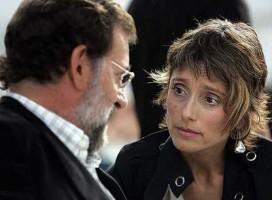 la separatista exdiputada del PP, Montserrat Nebrera, con Mariano Rajoy durante un mitin del PP en Hospitalet de Llobregat / Foto Marcel.lí Sáenz