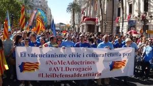 """Miembros y simpatizantes de (CCV) clamando """"No al Adoctrinamiento"""" separatista en Valencia / Foto archivo"""
