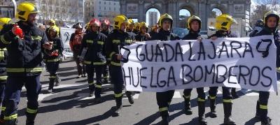 Podemos se solidariza con la situación laboral de los bomberos de Guadalajara, Castilla-La Mancha, - copia