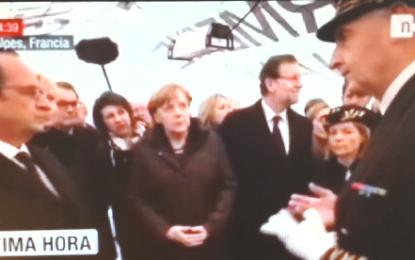 Rajoy aburrido, distraído y mirando por otro lado durante las explicaciones del vuelo siniestrado de Germanwings
